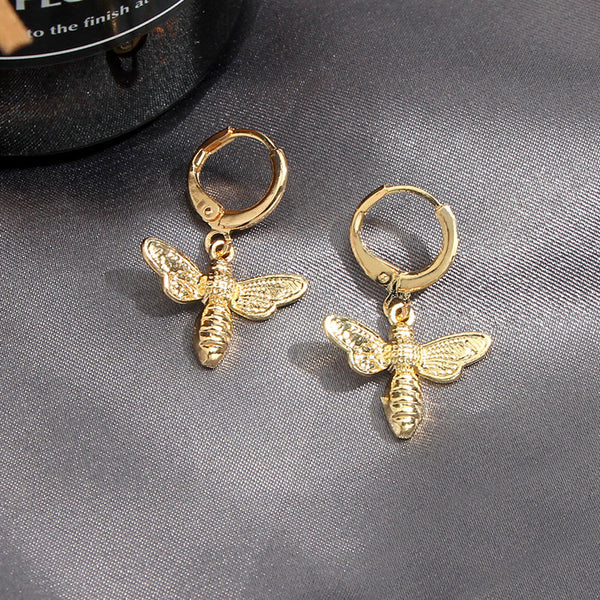 Bee Buzzing Huggies - Gold Plated