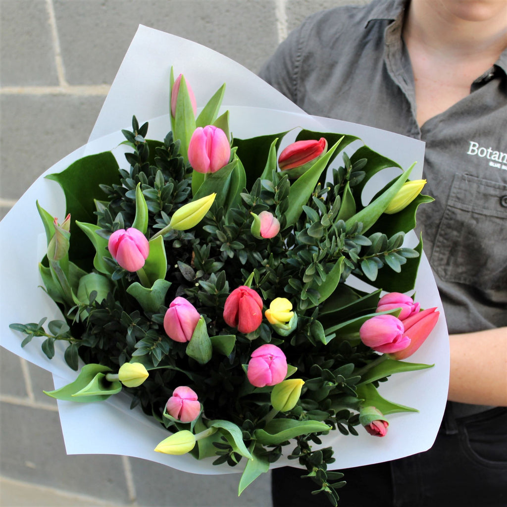 Blue Mountains Florist flower delivery lawson florist tulip bouquet