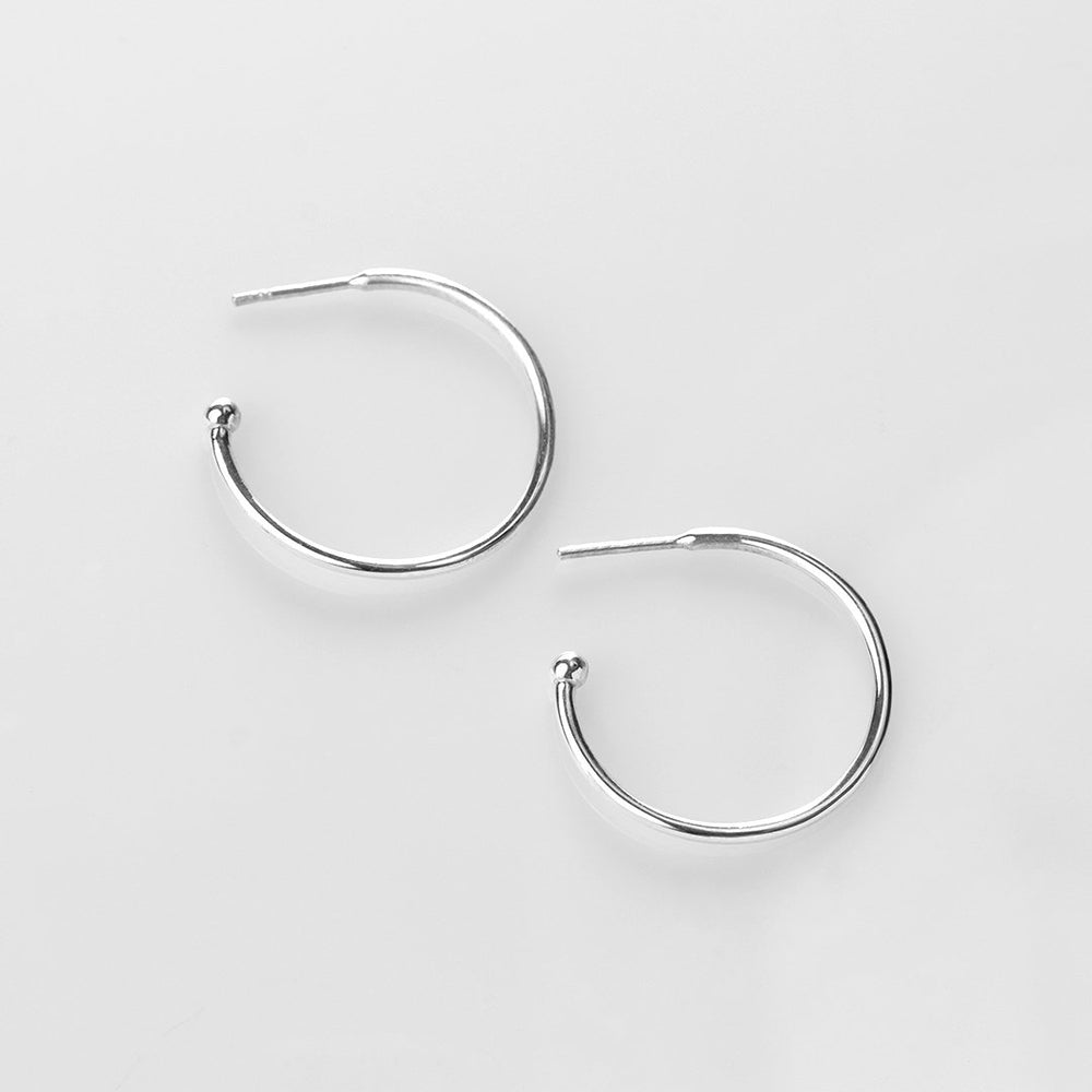 Charming Hoops L glossy earrings silver