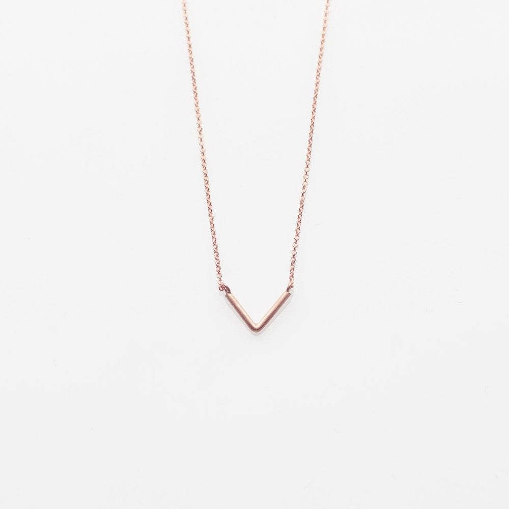 V necklace rose
