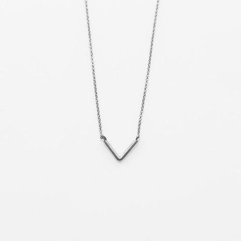 V necklace silver
