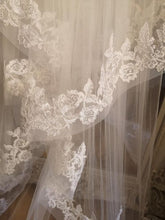 Load image into Gallery viewer, Dramatic Floral Lace Edge Veil