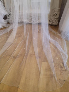 FINE EDGE VEIL WITH GRADUATED CRYSTAL SCATTER