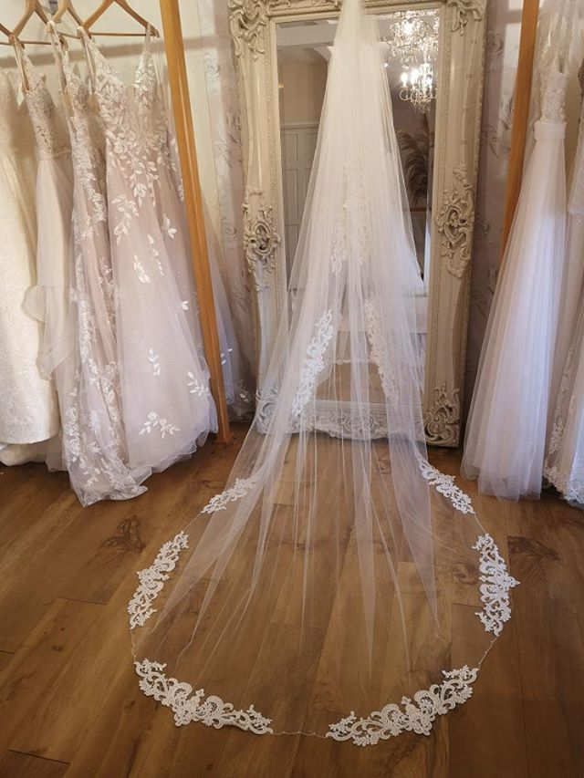 Beaded Guipure Lace Veil