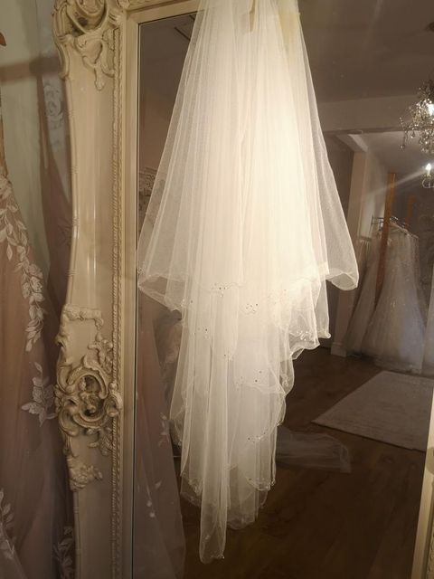 Crystal drop edge veil