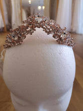 Load image into Gallery viewer, SPARKLING CRYSTAL TIARA
