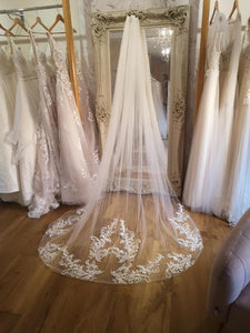 Soft lace train veil