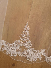 Load image into Gallery viewer, Royal Lace Edge Veil