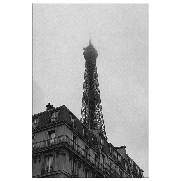 BLK AND WHT EIFFEL TOWER