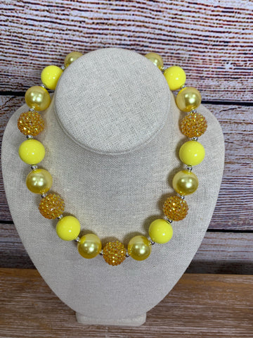 YELLOW CHUNKY NECKLACE WITH RHINESTONES