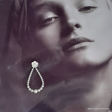 Load image into Gallery viewer, Flower studs and Swarovski crystal pearl beads oval hoop earrings