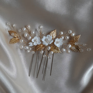White flowers, freshwater pearls, crystal clear beads and gold or silver leaves hair pins x3