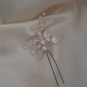 White flowers, Swarovski crystal pearls, crystal clear beads and gold or silver leaves hair pins x2
