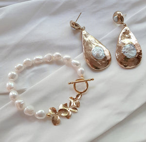 Clara - freshwater pearls gold-tone teardrop stud earrings and freshwater pearls orchid shaped links bracelet with toggle clasp