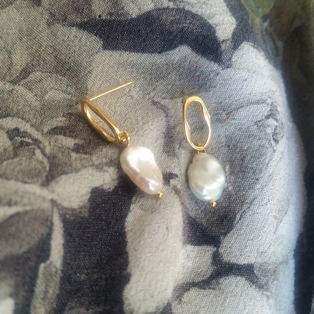 Freshwater white Keshi pearls drop stud earrings