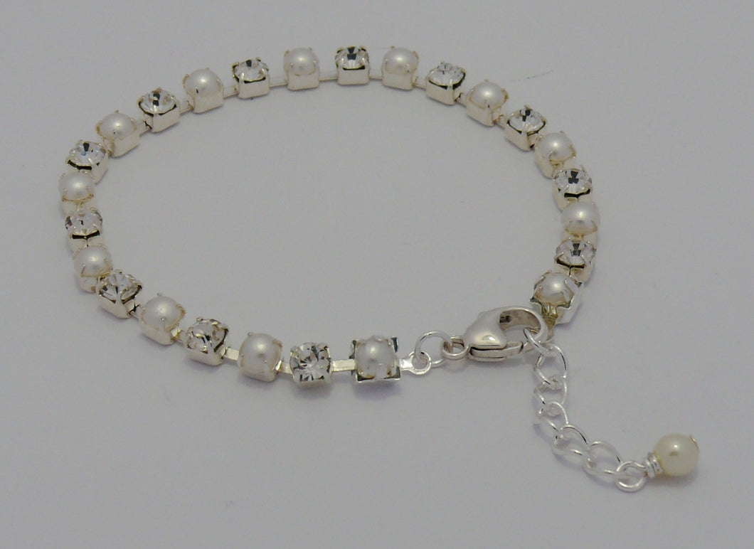 Pearl and rhinestone bead cupchain silver-tone bracelet