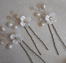 Load image into Gallery viewer, White and rhinestone center flower, freshwater pearls and crystal beads hair pin wedding