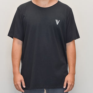 "SIGNATURE ""V"" SHIRT BLK"
