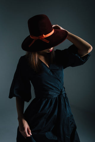 Katrien: Burgundy Felt Pilgrim Hat