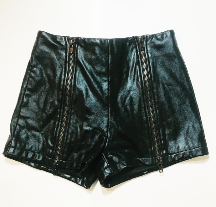 FAUX LEATHER HOT PANTS