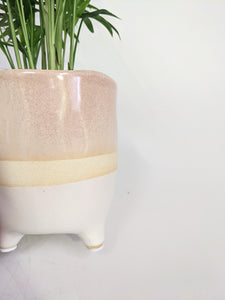 Glaze pot on legs - lilac 10cm