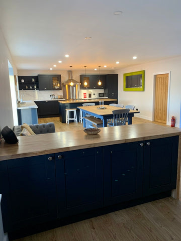 Large Kitchen with Bar