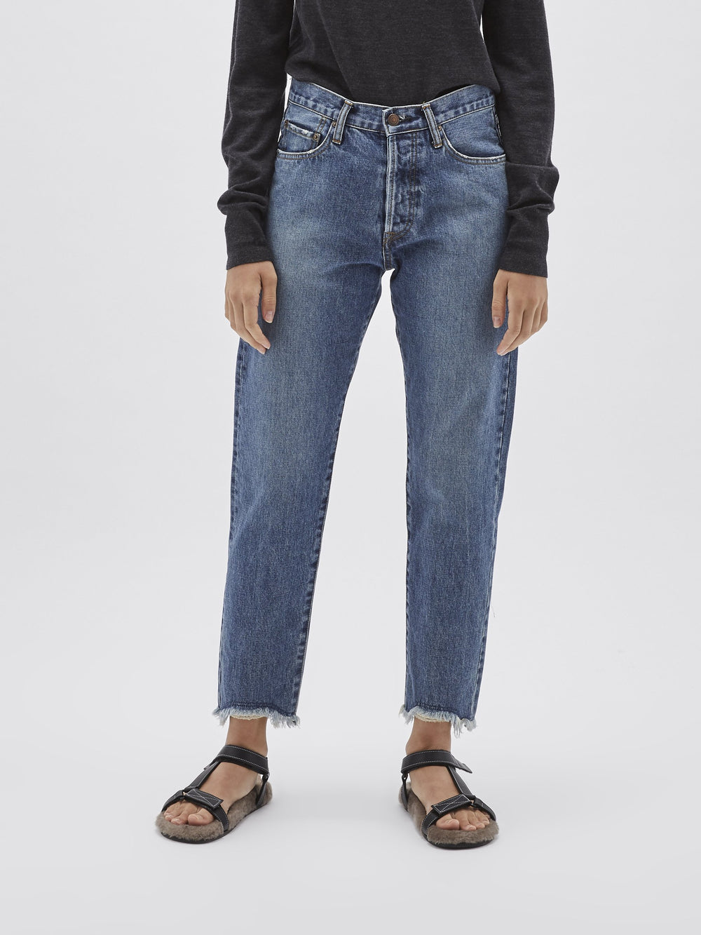 tapered frayed hem jean