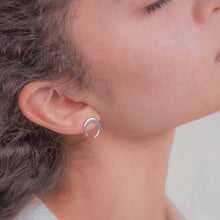 Load image into Gallery viewer, Semi Luna Earrings