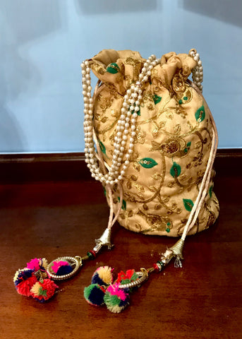 Sequined Floral and Pearl Tasseled Handbag
