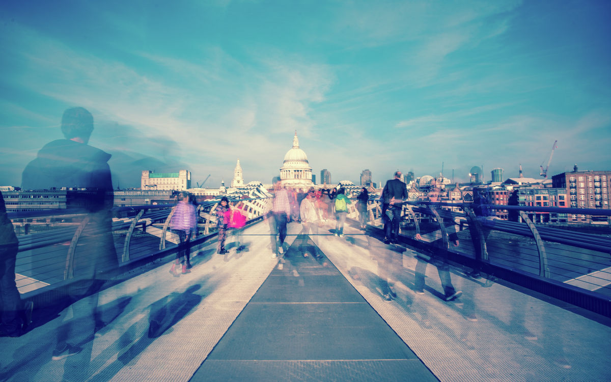 London - Millenium Bridge - Crowd