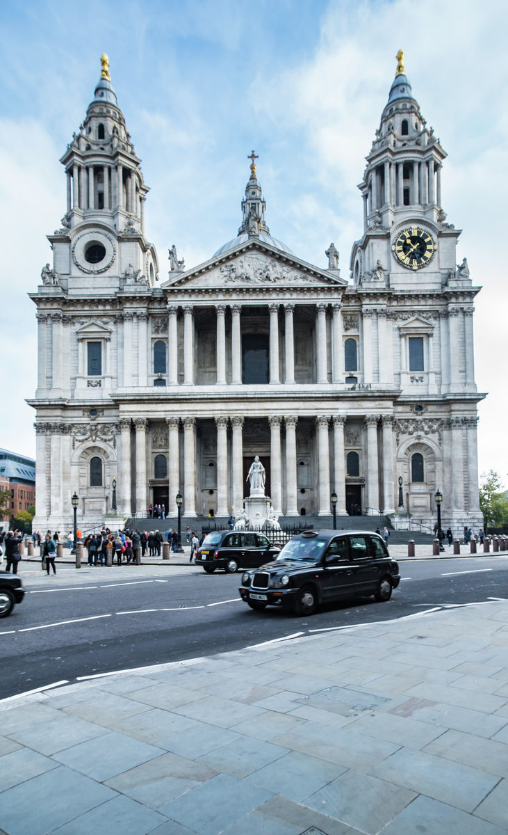 London - St Pauls - Black cab