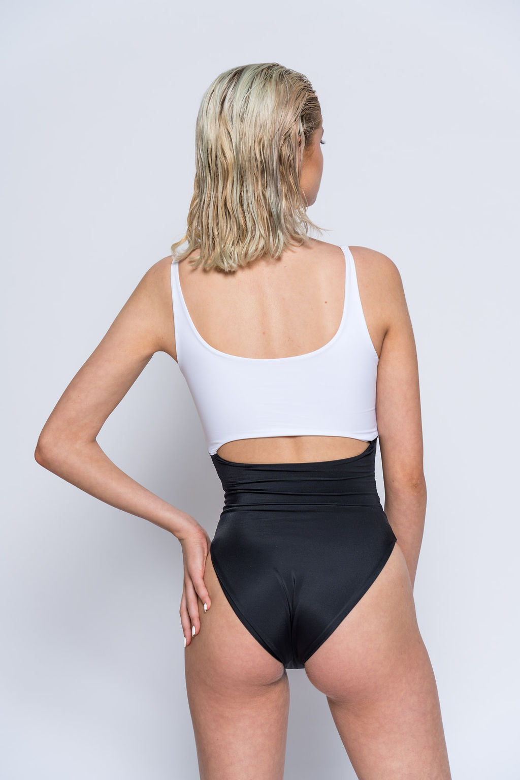 EMMA ONE-PIECE WHITE BLACK