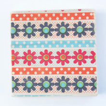 Load image into Gallery viewer, Retro Flower Pattern Coaster Set