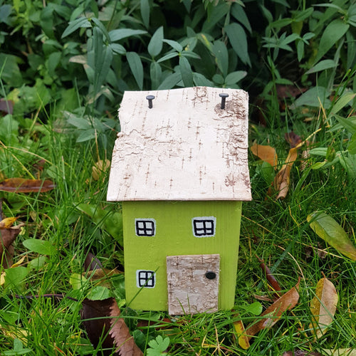 Green Rustic Wooden House Garden Decoration