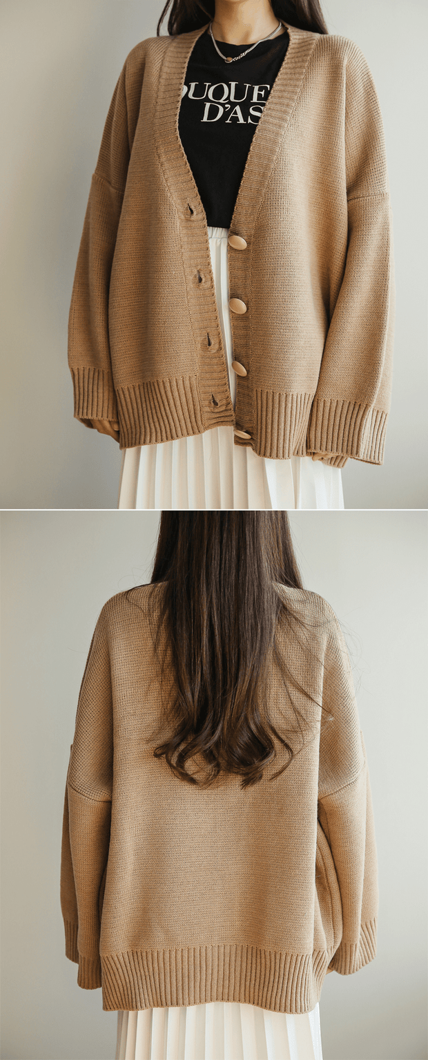 Over sized V-neck knit cardigan