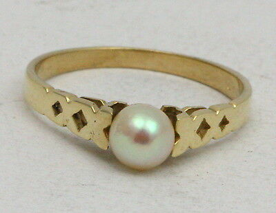 BJC® 9ct Yellow gold Pearl Solitaire size M engagement Kisses xx ring R161