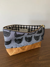 "Load image into Gallery viewer, Kitty 10"" Zipper Canvas Botton Pouch"