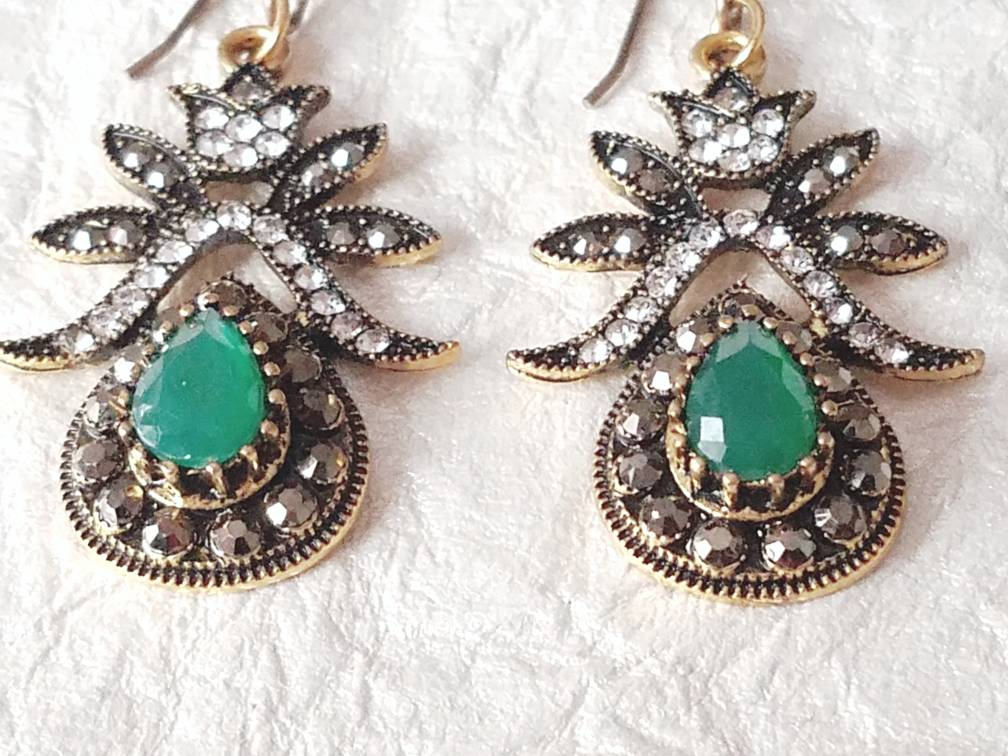 Green Teardrop & Pave' Rhinestone  Christmas Inspired Earrings, MB101728: The Present