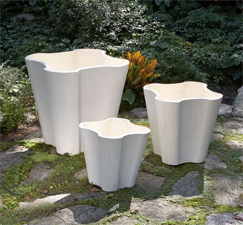 White Lilly Pot