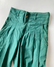 Load image into Gallery viewer, High-waisted pleated green cotton trousers
