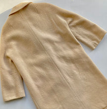 Load image into Gallery viewer, 1960s Cream Bouclé Tweed Coat