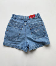 Load image into Gallery viewer, Light Wash Denim Shorts w28