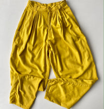 Load image into Gallery viewer, Golden yellow pleated cotton 80s trousers