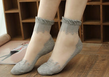 Load image into Gallery viewer, Lace Ruffle Ankle Socks