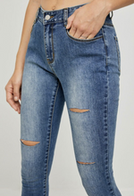 Load image into Gallery viewer, Distressed High Rise Jeans