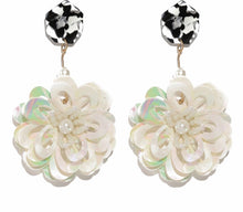 Load image into Gallery viewer, Flower Earring