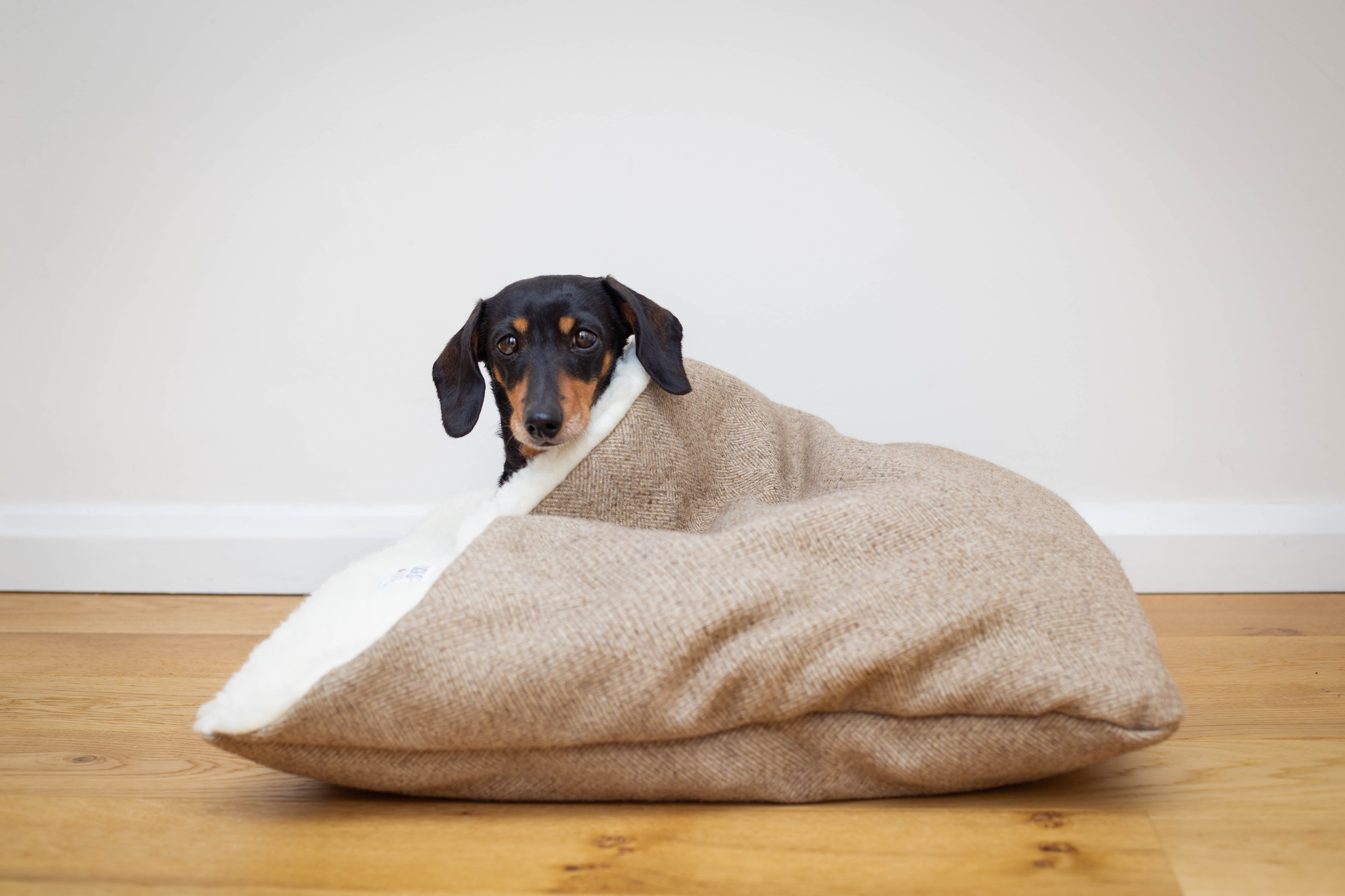 New! Stone Tweed Doggy Den Bed