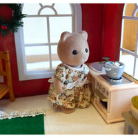 "alt=""sylvanian families mother bear in the kitchen"""