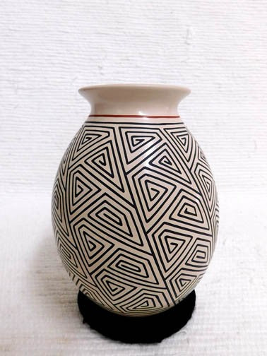 Mata Ortiz Handbuilt and Handpainted Pot - 6 in. tall x 4 in. dia. - AboutRuby.com