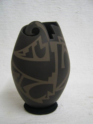 Mata Ortiz Handbuilt and Handpainted Pot - 8 in. tall x 5 in. dia - AboutRuby.com